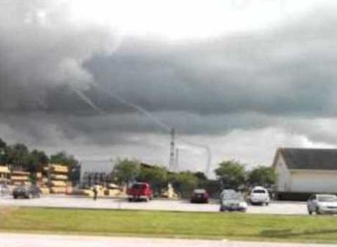 News video: Twin Rope Tornadoes Swirl Over Manvel, TX